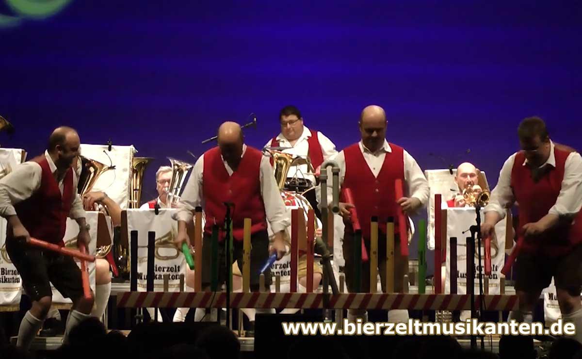 Boomwhacker meets böhmisch – Die Bierzeltmusikanten